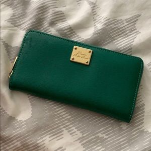 Ralph Lauren Green Wallet - Gold zipper detail